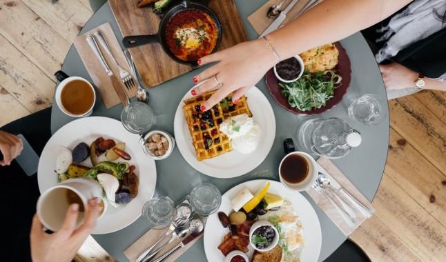 Какво да хапнем във Варна, когато няма време за готвене?